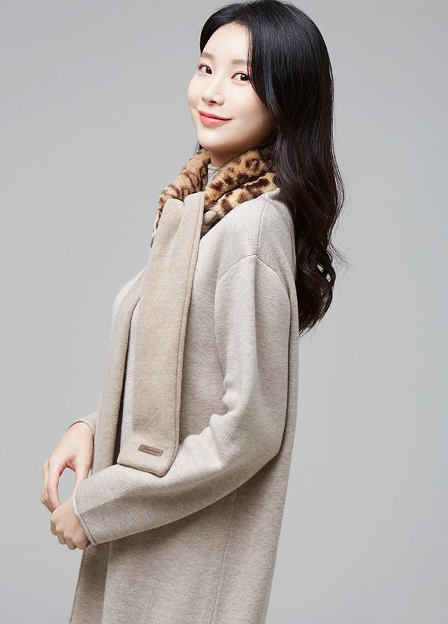 (2FSF023)豹纹假毛草围巾